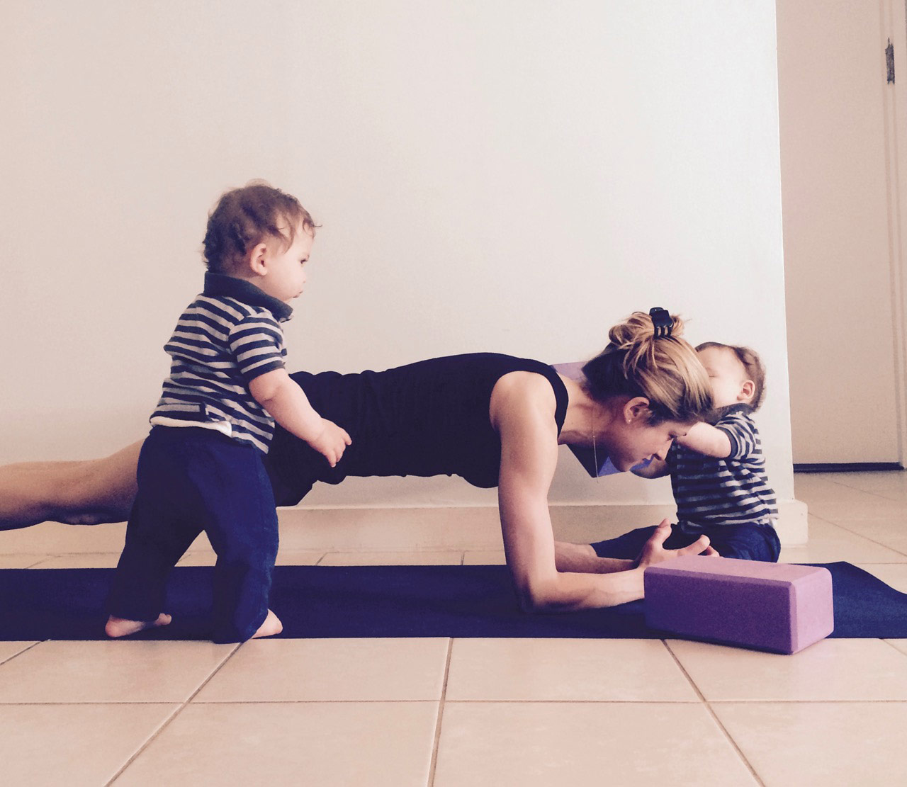 goldie oren with a strong core does yoga with babies